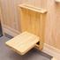 玄関に設けた壁付折りたたみ椅子。靴の脱着がラクに。